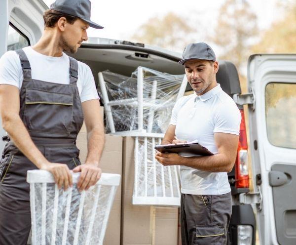 Einfach online dein Möbeltransporter bestellen mit Helfer