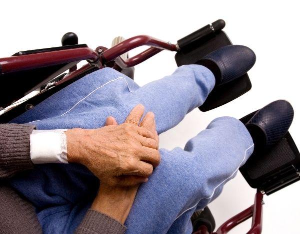 Schwerbehinderte und Senioren beim Umzug